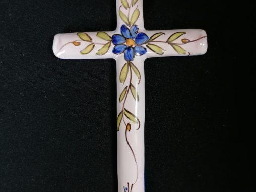 Crucifix en faïence