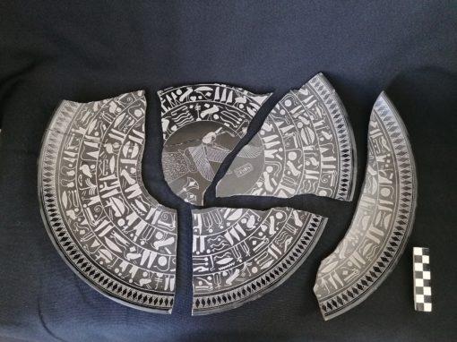 Plat en terre cuite Egyptien
